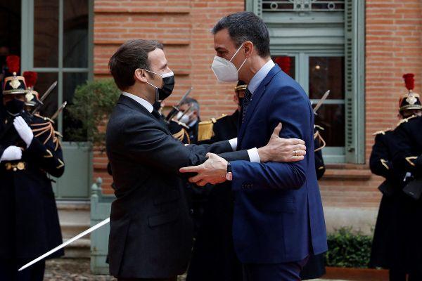 La convention signée par les deux chefs d'Etat devrait ouvrir plus de droit aux Français vivant depuis 10 ans en Espagne.