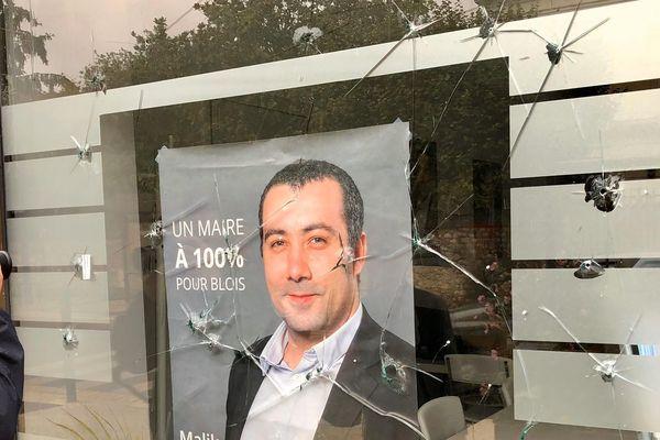 20/10/2019. La permanence de Malik Benakcha, candidat à la mairie de Blois, visé par des balles.
