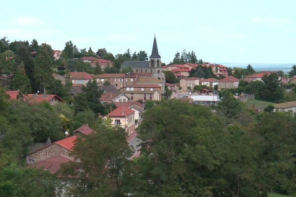 Saint-Alban-les-Eaux, commune de la Loire (archives). Le maire Pierre Devedeux avait été agressé le 15 août dernier...