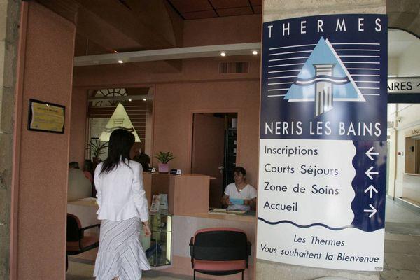 Alors que les thermes de Néris-les-Bains n'avaient rouvert que le 6 juillet à cause de la crise sanitaire, ils doivent fermer temporairement ce 3 octobre à la suite de la découverte d'une bactérie dans des prélèvements.