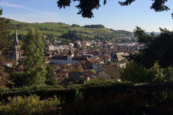 A Aurillac, comme dans le reste du Cantal, la population diminue au fil des années et les problématiques de vieillissement se font plus présentes.