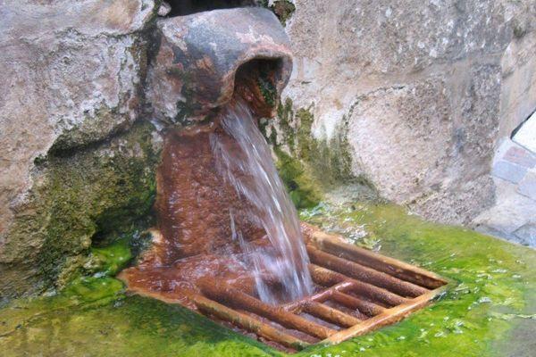 A Chaudes-Aigues, dans le Cantal, la source du Par jaillit à 82 degrés.