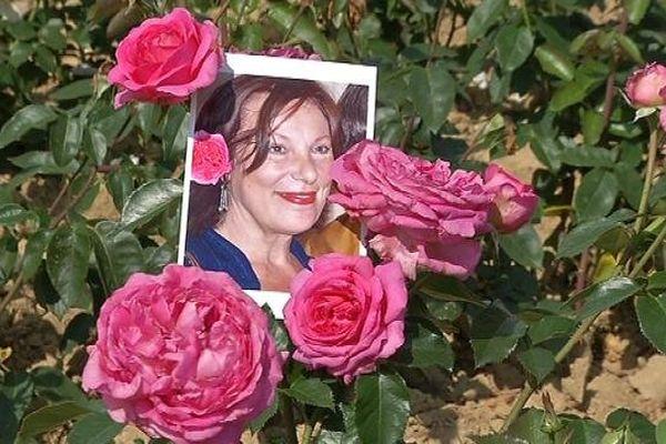 Bernadette Lafont et sa rose
