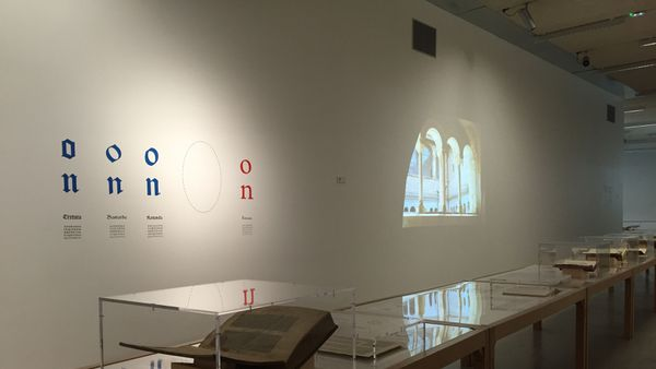 Grande exposition de typographie organisée dans la galerie de l'Ensad à ARTEM.