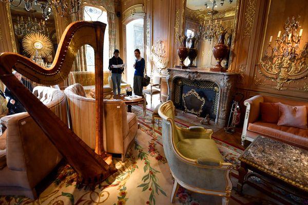 """Mobilier du """"Salon Proust"""" du Ritz. Ils font partie des 10.000 objets vendus aux enchères par le palace parisien. La vente intervient 6 ans après la fermeture de l'hôtel pour rénovation (qui a duré 4 ans)."""