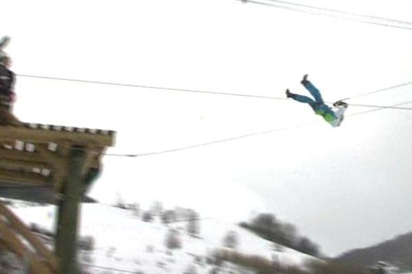Dans les airs, au-dessus des pistes de ski