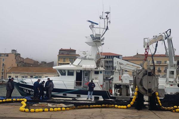 Thonier sur le port de Sète