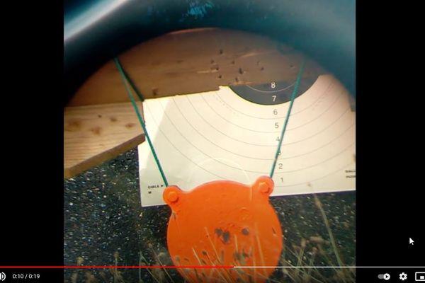 Le tireur filme ses sessions de tir et les publie sur Youtube.
