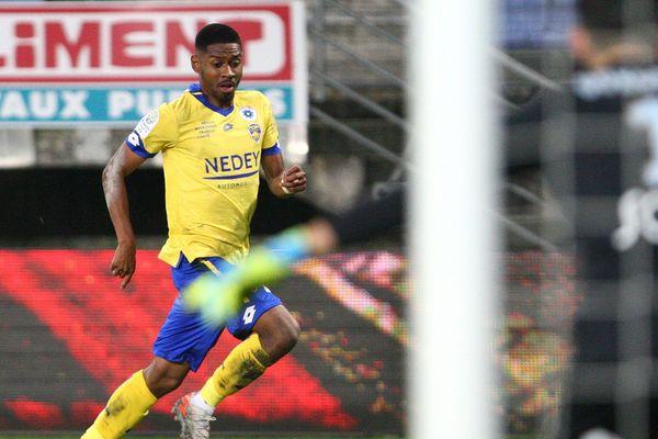 Jason Pendant a joué 17 matchs en Ligue 2 avec le FCSM cette saison.