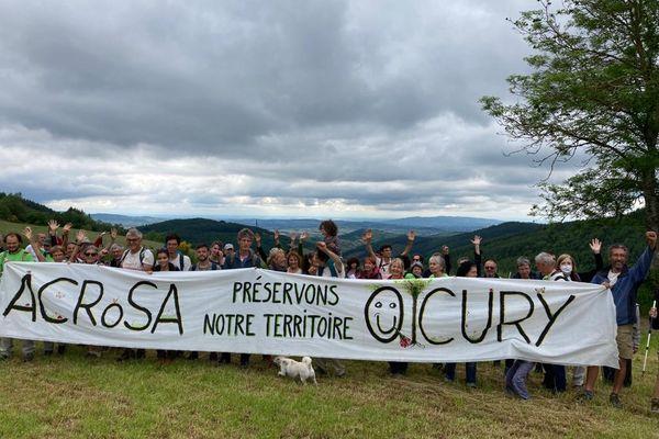 """Le point de convergence de la marche se situait à La Croix de Rozière pour """"prendre de la hauteur"""" sur les zones menacées."""