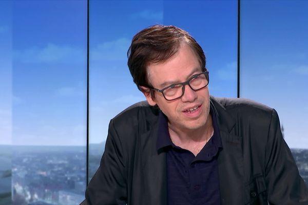 Le professeur Forguel sur le plateau de France 3.