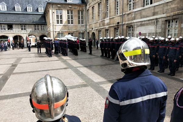 Décorations des sapeurs-pompiers intervenus lors de l'incendie de Lubrizol et Normandie Logisitique.