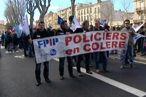 Ils étaient 200 selon la police et... 200 selon les syndicats à manifester devant la préfecture. Perpignan le 7 février 2014.