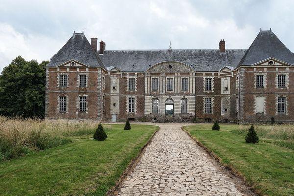 Au bout du chemin, un Château médiéval
