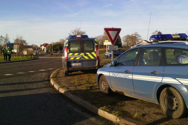 Les gendarmes sont installés au rond-point de La Croisille à La Souterraine.