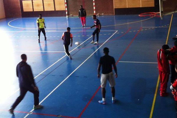 Un match de foot pour rendre hommage à Zyed et Bouna, décédés en 2005, à Clichy-sous-Bois.