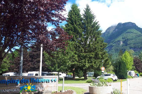 Une touriste allemande de 51 ans est décédée à cause des orages au camping municipal de Taninges, samedi 15 juin, en Haute-Savoie.