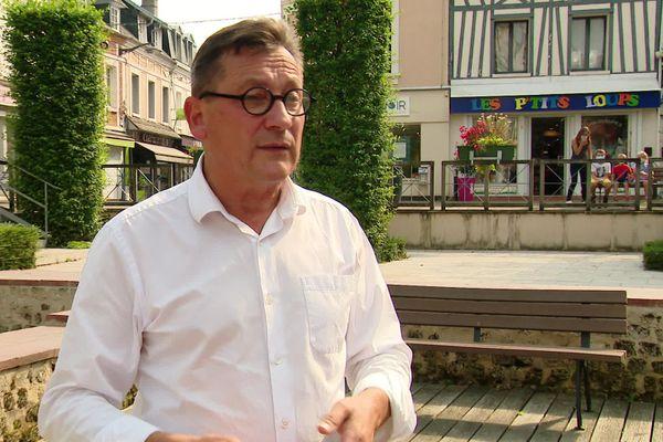 Gérard Leseul à Barentin pendant la campagne électorale de la législative partielle de septembre 2020.