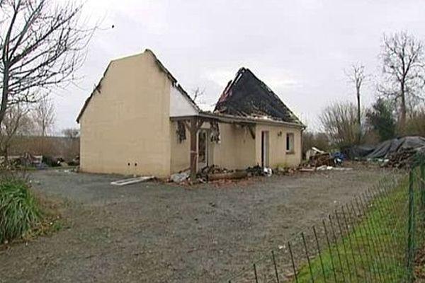 La maison des Goueslard incendiée, à Savigny, a brûlé le 27 novembre 2012.