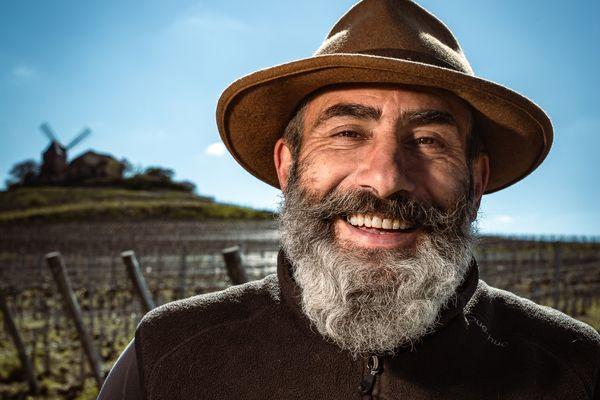 Georges Villeval a troqué son costume de restaurateur pour les bottes et le chapeau de cocher.