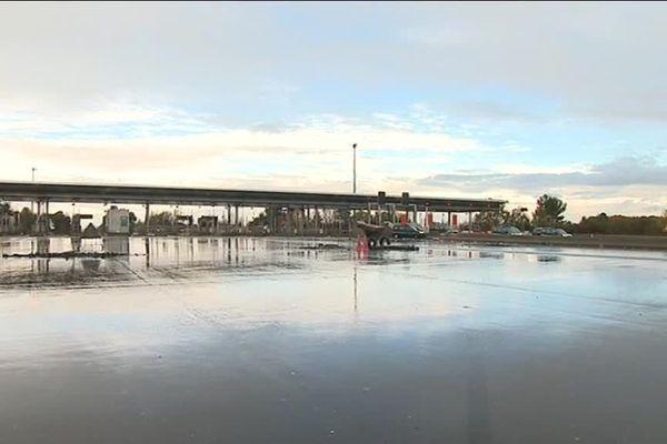 Aucune voiture au barrage de Virsac ce matin