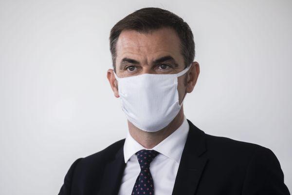 Olivier Véran, le ministre de la Santé, a brandi la menace d'un classement en rouge écarlate pour Lyon, Grenoble et Saint-Etienne si la situation sanitaire continuait à se dégrader. 1er octobre 2020.