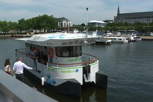 Le navibus Jules Verne 2 fonctionne à l'hydrogène.