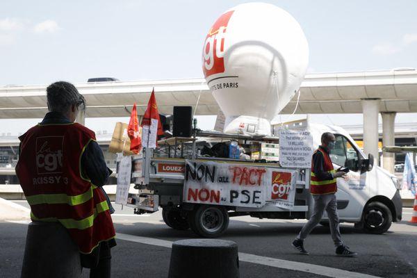 Le mouvement de grève des salariés du groupe ADP se poursuit ce vendredi mais ne perturbe pas le trafic aérien.