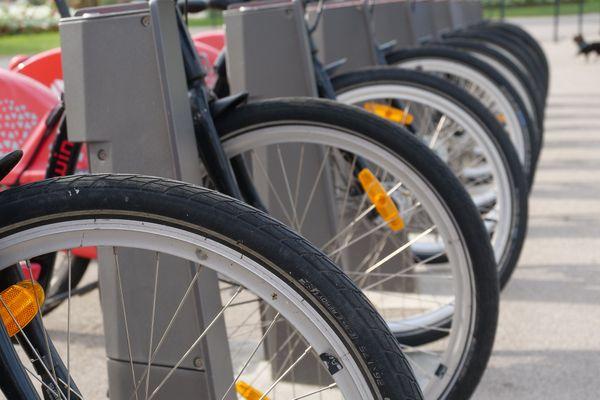 L'OMS déconseille le port du masque en cas d'activité physique, ce qui est le cas du déplacement à vélo selon l'Adav.