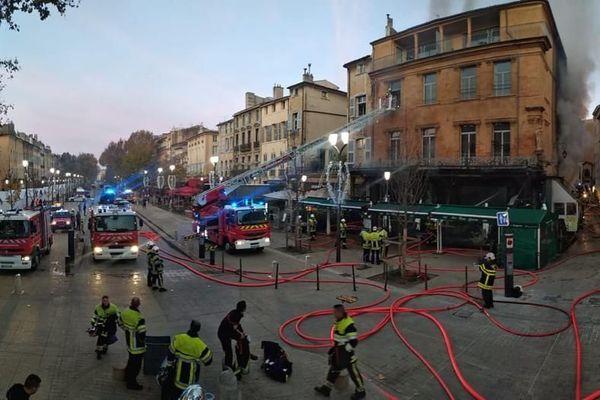 le centre ville historique d'Aix en Provence prend feu