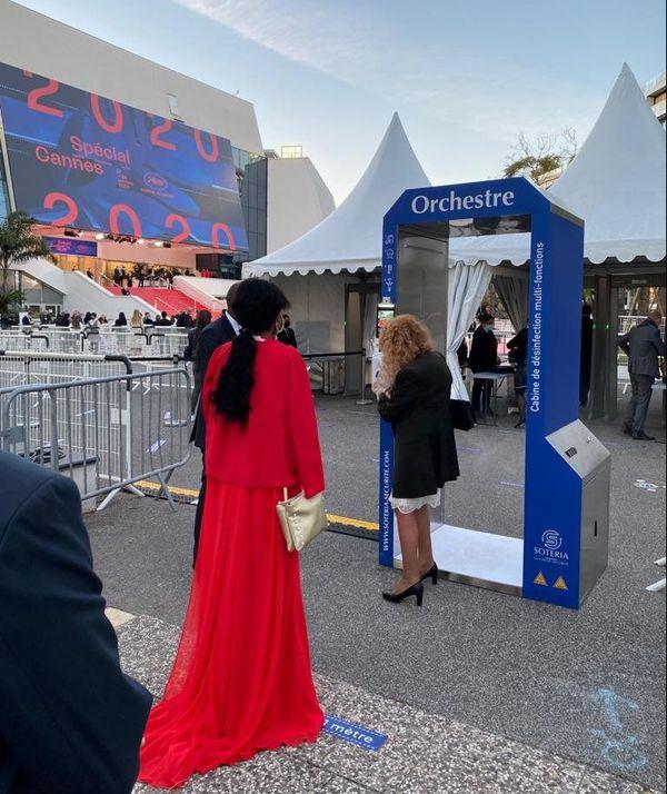 Une cabine de désinfection installée lors du festival de Cannes, le 27 octobre 2020.