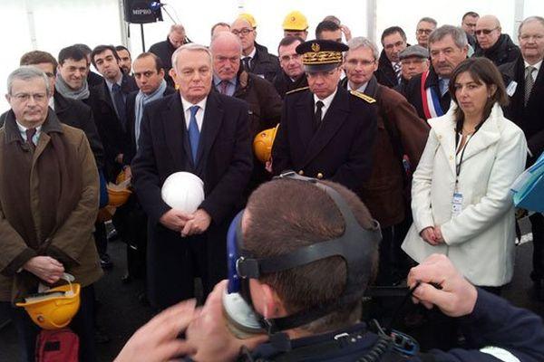 Jean-Marc Ayrault en visite à Lacq (64) le 22 novembre 2013