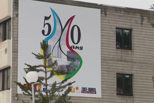 Près de 40 ans après les faits, les témoignages d'anciennes nageuses de Font-Romeu résonnent comme un coup de tonnerre au lycée climatique. Elles accusent un entraîneur de les avoir agressées sexuellement à cette époque.