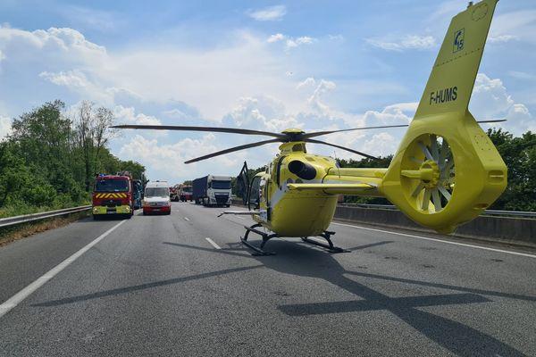 Un hélicoptère a été dépêché sur place pour secourir les victimes