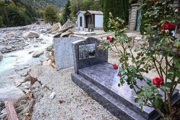 Une partie du cimetière de Saint Dalmas-de-Tende (Alpes-Maritimes) a été emporté par la rivière en crue lors des intempéries du 2 octobre 2020.