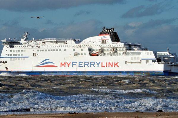 Un bateau de l'ancienne compagnie MyFerrylink.
