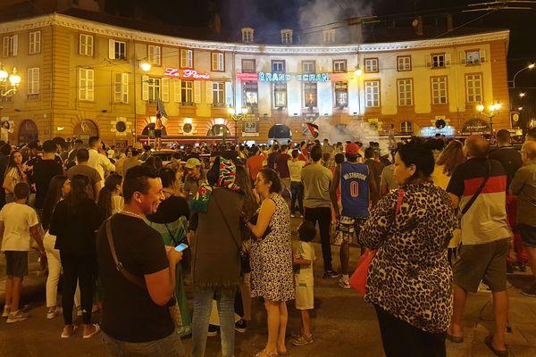 Sur la place Denis Dussoubs, dans la nuit du vendredi 19 juillet.
