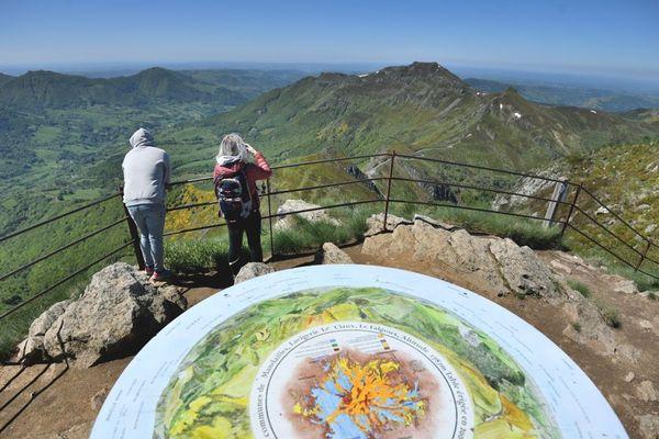 Le puy Mary, situé dans le Cantal, est l'une des destinations coup de coeur en Auvergne de la rédactrice en chef France du guide du Routard.