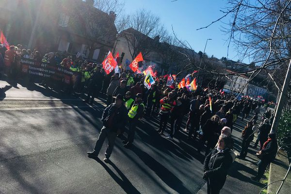 Les manifestants étaient près de 2.000, selon les syndicats, jeudi 6 février, à défiler à Poitiers contre le projet de réforme des retraites.