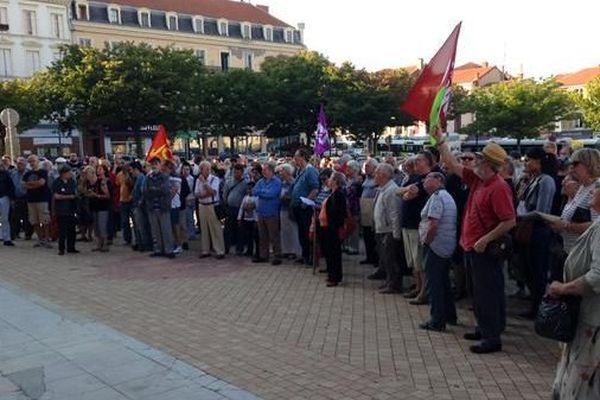Différents militants de gauche étaient venus dénoncer la position du maire de Roanne.