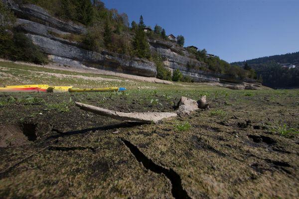 A Villers-le-Lac, début septembre 2020, le Doubs avait quasiment disparu. Il était à 8 mètres sous la cote habituelle, en raison de la sécheresse et de la canicule.