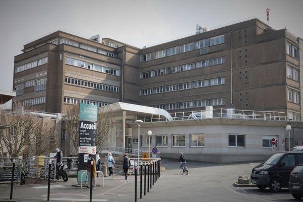 À l'hôpital de Saint-Malo, comme ailleurs, les soignants se confient rarement sur les difficultés rencontrées pendant cette année de Covid.