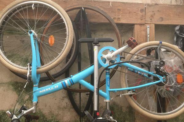 Les vélos qui ont dormi trop longtemps dans le fond d'un garage ont généralement besoin de quelques réparations avant de reprendre la route...