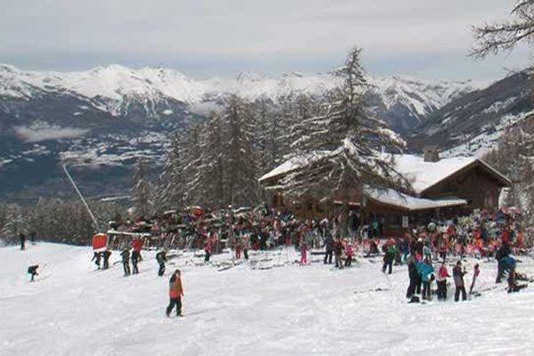 En haut des remontées, les skieurs sont nombreux aux Orres pour cette première semaine de vacances.