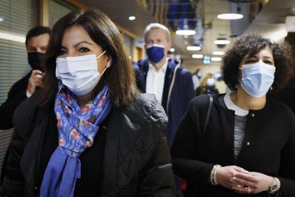 La maire de Paris, Anne Hidalgo a signé une tribune dans le journal Le Monde pour l'ouverture d'un RSA pour les 18-25 ans.