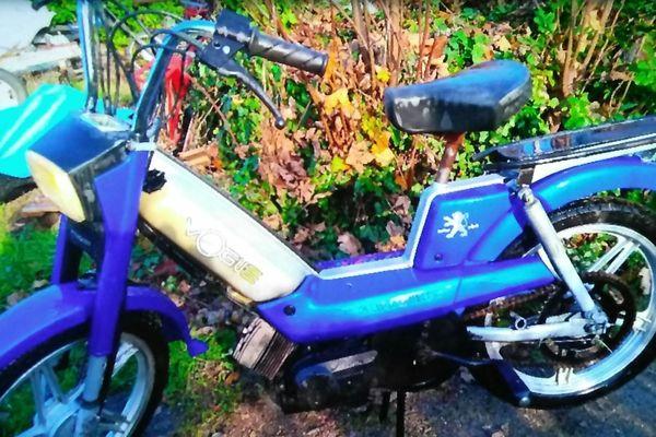 Dans le Puy-de-Dôme, le deux-roues localisé à proximité de Chatel-Guyon n'est pas celui du jeune homme disparu, selon la gendarmerie.
