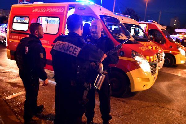 Le tireur habillé d'un burqa poussait un landau contenant son arme, avant de tuer sa cible et de blesser plusieurs personnes.