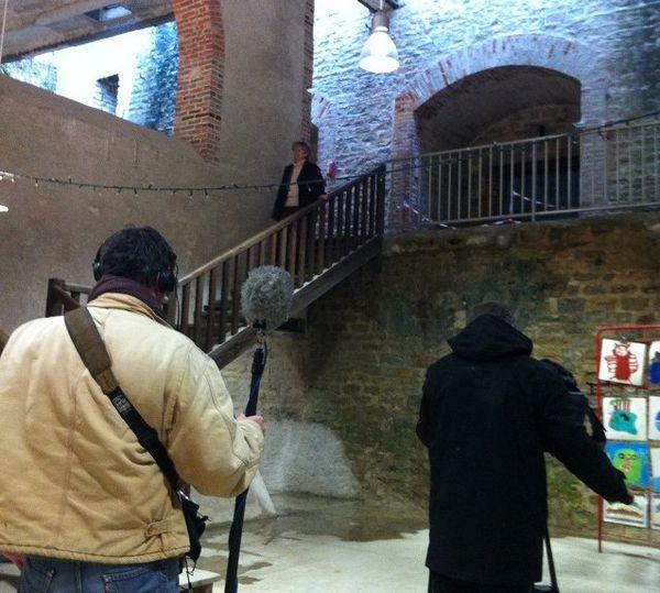 Equipe de tournage dans l'ancienne usine de chaux à Beffes dans le Cher