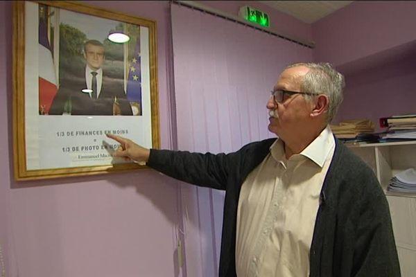 En 2017, le portrait présidentiel est amputé de 1/3 par le maire de Grand-Failly (Meurthe-et-Moselle)