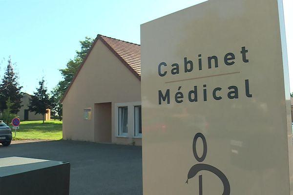 L'une des médecins de Palinges (Saône-et-Loire) a décidé de ne plus assurer ses consultations, car elle ne souhaite pas se vacciner contre le Covid-19.